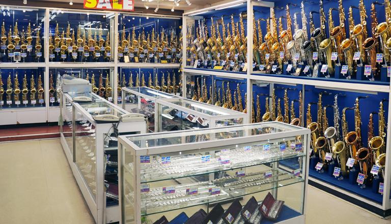 下倉楽器 管楽器フロアは圧倒の総在庫数1000本以上!